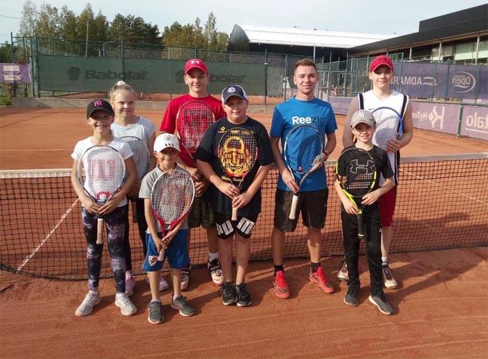 Roiman juniorit vierailulla Kaarinassa valmentaja Dennis Kazistovin ohjauksessa